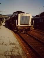 db/128512/gueterzug-mit-212-wartet-auf-gleis Güterzug mit 212 wartet auf Gleis 2 im Bahnhof Arnsberg. (Aufnahmejahr und Datum nicht bekannt, Scan vom alten Dia)